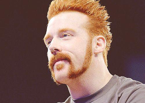 Борода і вуса-стрілка - розширюються донизу бакенбардів в поєднанні з вусами-підковою. Решту потрібно гладко вибрити і підрівняти тримером