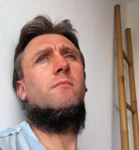 Шкіперська борода, що оздоблює підборіддя, без вусів