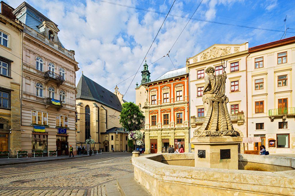 Фонтан «Нептун» на площі Ринок у Львові