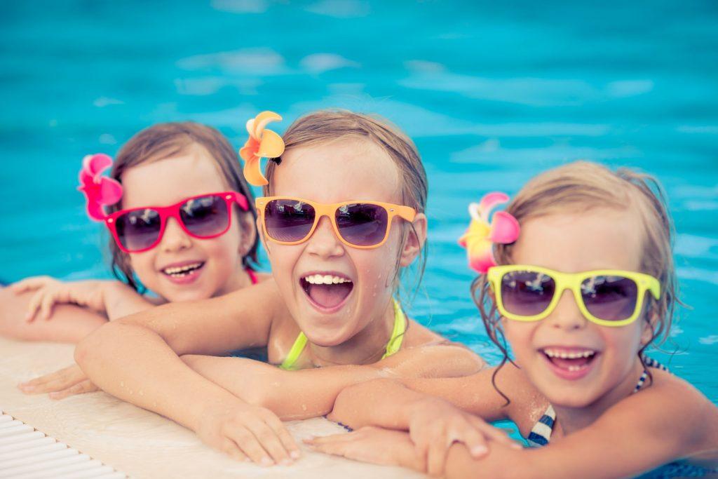 Детские очки для солнца: изобилие цветовой гаммы, форм и защиты UV 380-400.