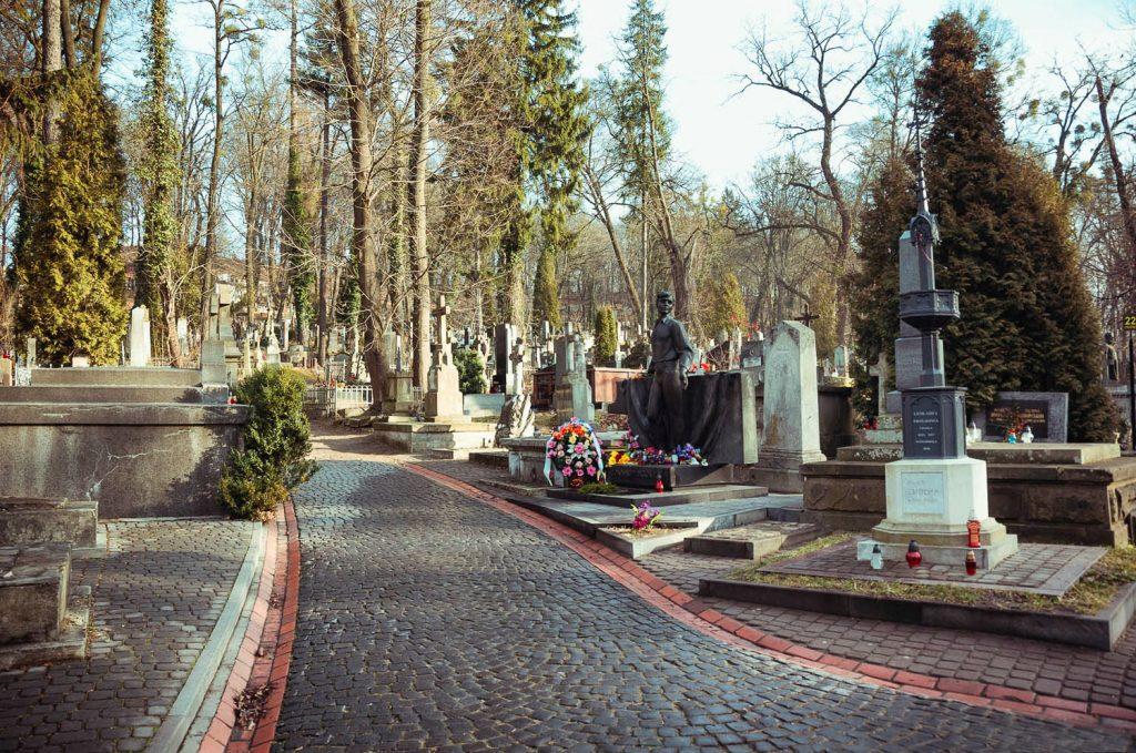 Историко-мемориальный музей-заповедник «Лычаковское кладбище» во Львове, одно из старейших кладбищ Украины.