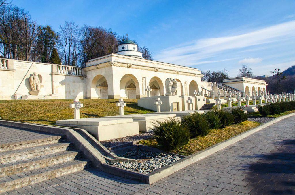 Польський меморіал на Личаківському кладовищі у Львові - «Меморіал львівських орлят».
