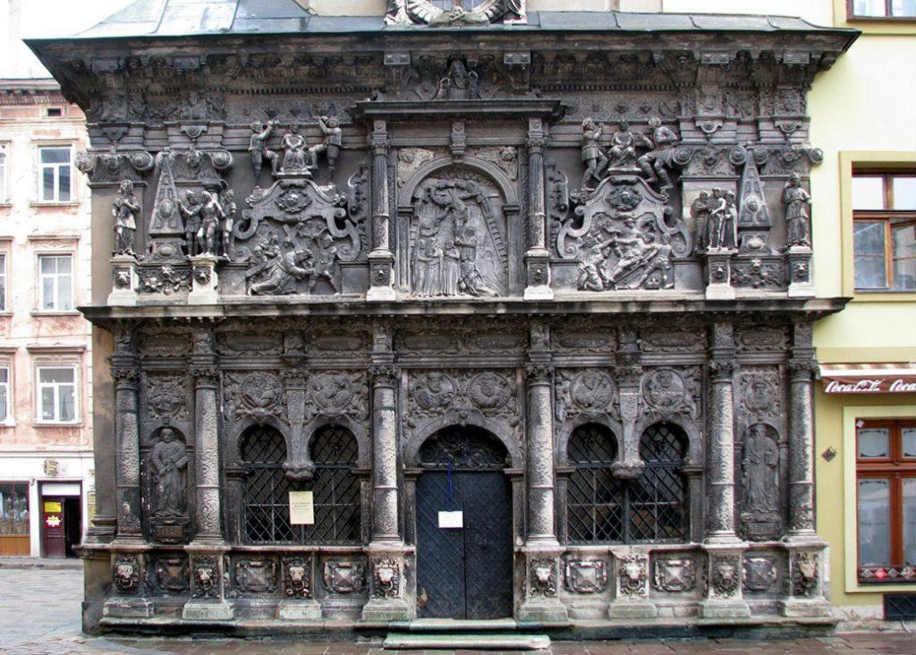 7e419701e7bddf Родинна каплиця-усипальниця Боїмів біля Латинського собору на Кафедральній  площі. «Перехожий, стань