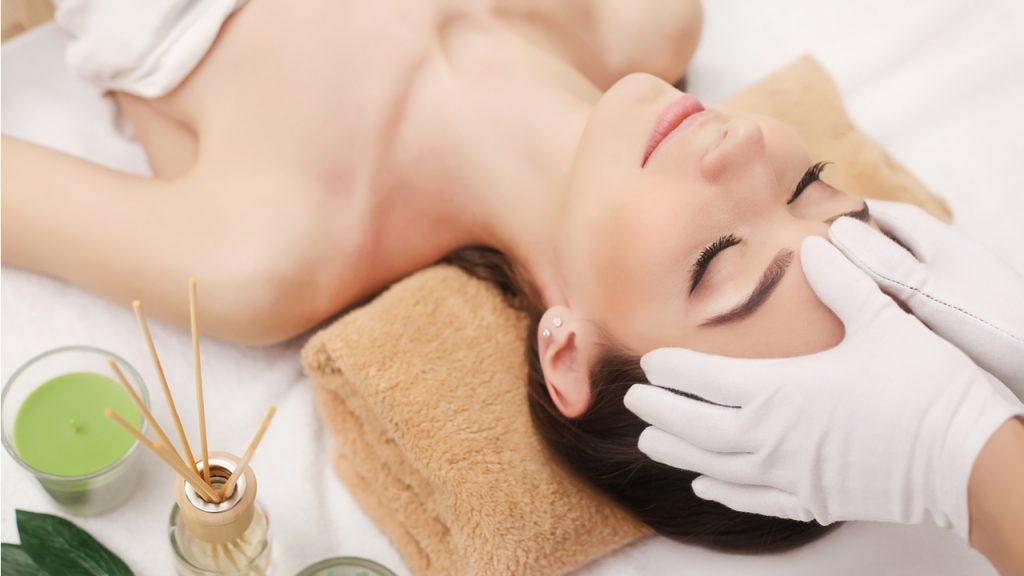 Косметологічний масаж обличчя