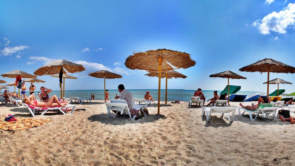 Пляжний відпочинок в Залізному Порту