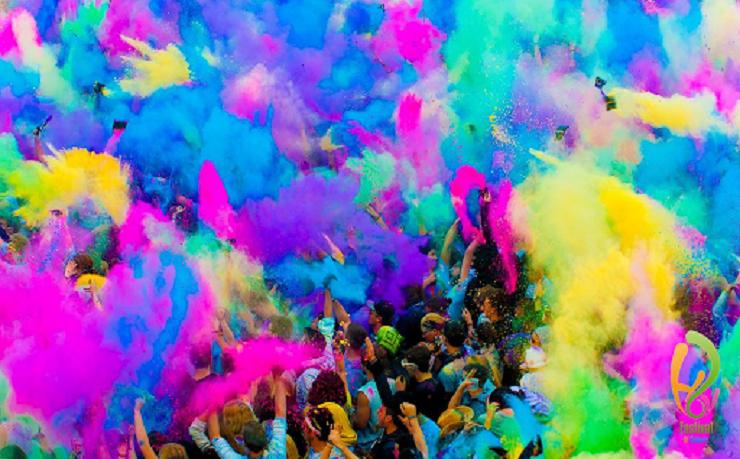 На Фестивалі Холі варто побувати хоча б через епічні фото