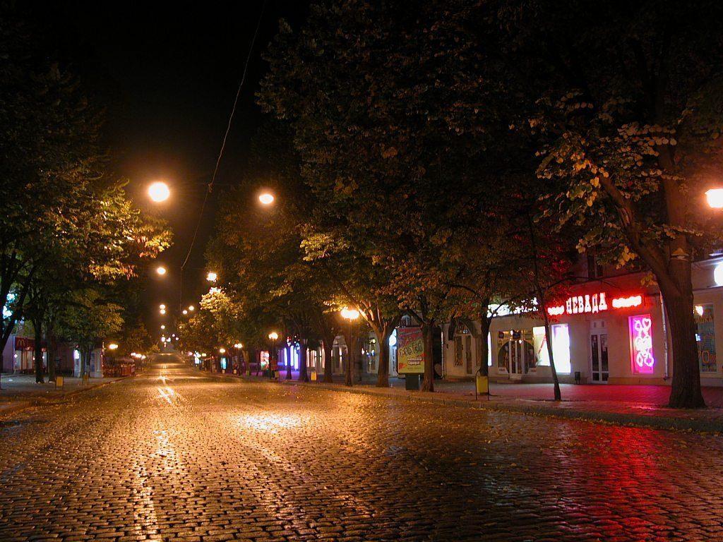 Приморский Бульвар вечером источник всевозможных атмосферных фото для Инстаграма