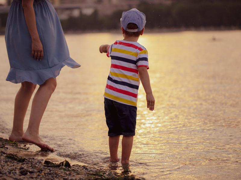 Малышне на пляже есть чем развлечься кроме пасочек и купания
