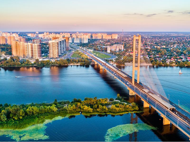 В Киеве есть достаточное количество пляжей на Днепре и озерах, чтобы позагорать и покупаться