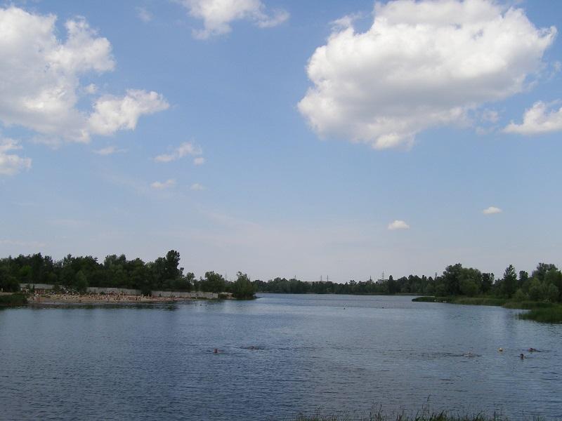 «Министерский» пляж у озера