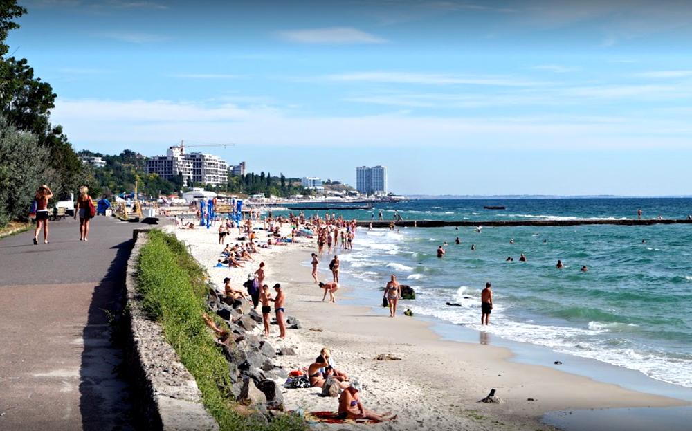 Пляж возле санатория им. Горького