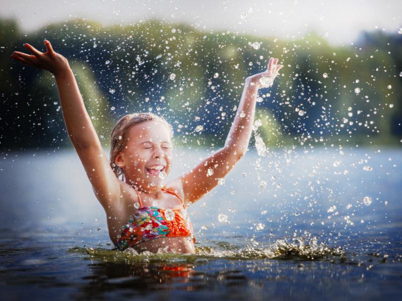В чистых озерах Пущи купаться без опаски можно всем