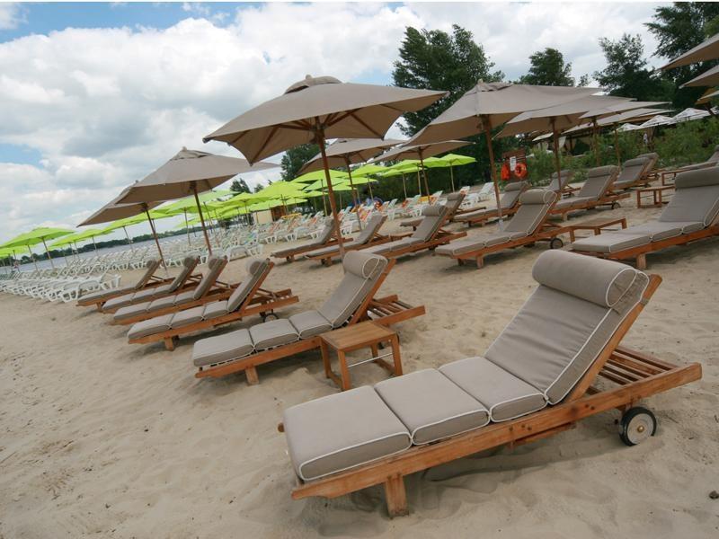 Пляж «Маячок» на Жуковом острове