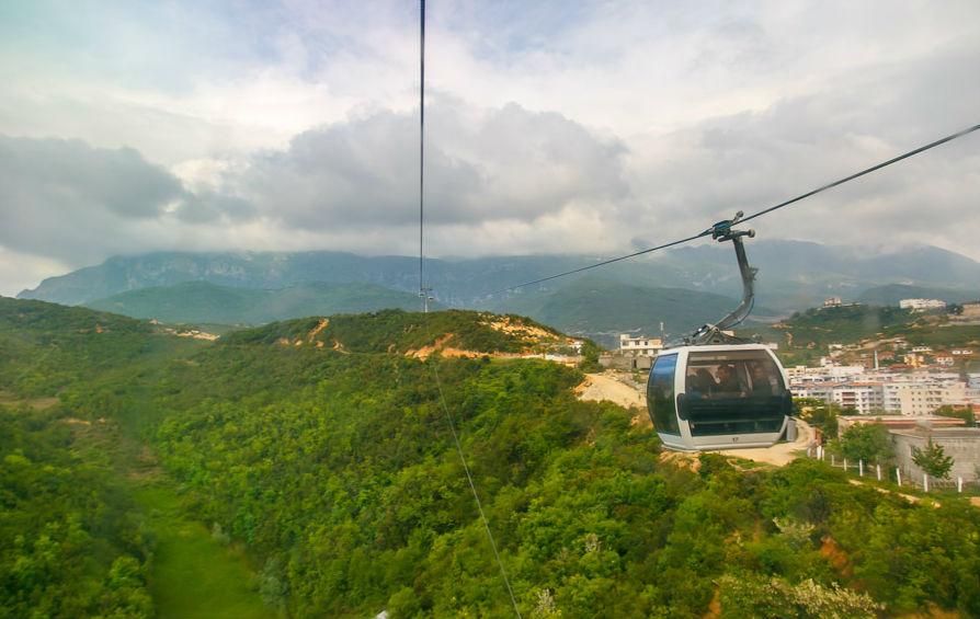 Прогулка на подъемнике в Тиране – 15 минут высоты и великолепных видов.
