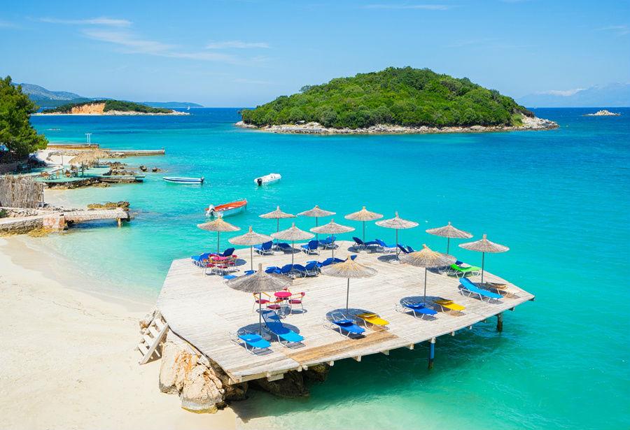 Ксамиль – южный курорт, который еще называют «Албанскими Сейшелами». Наиболее приближен к Греции – 19 км к Корфу. Прогулка на пароме или катере – и вы в другой стране!