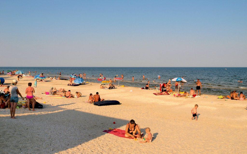 Курорт Кирилловка на Азовском море знаменит лиманами (Молочный и Утлюкский), большим выбором баз отдыха на косах Федотова и Пересыпь.