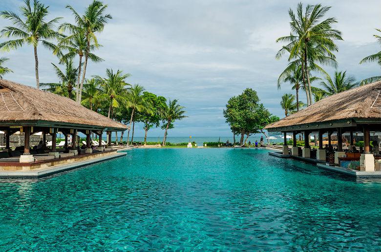 Отель InterContinental Bali Resort в Джимбаране.