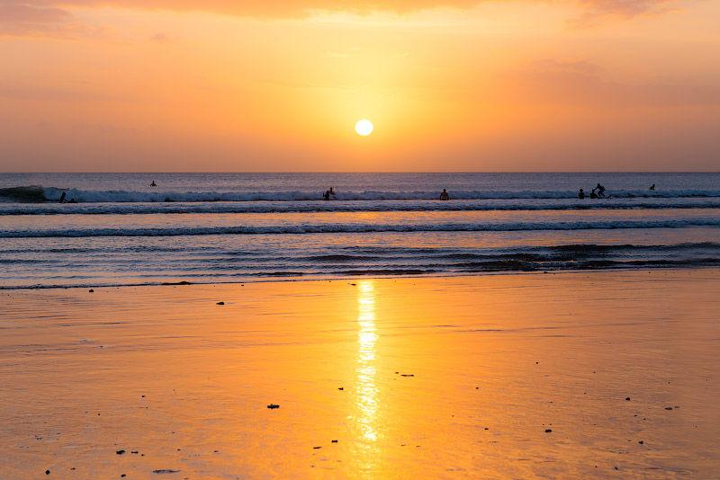 Встретить закат на пляже Куты – и растаять...