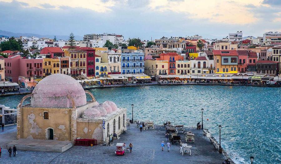 Венецианская гавань в городке Ханья на севере Крита.
