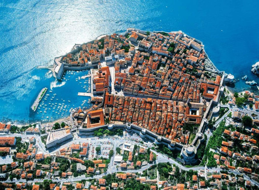 Дубровник – старый крошечный город в Хорватии, который входит в обязательную экскурсионную программу каждого любознательного туриста.