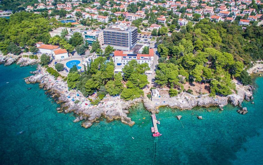 Остров Крк – один из самых популярных пляжных курортов Хорватии. 15 пляжей (Вела Пляж, Вела Лука, Редагара, Порпорела, пляж Святого Марек Рисика и др.) отмечены международной наградой «Голубой флаг» за чистоту и безопасность купания.