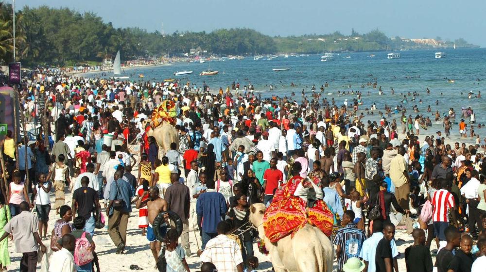 Бамбури – единственный общественный пляж в Кении, чем собственно, пользуется каждый местный житель.