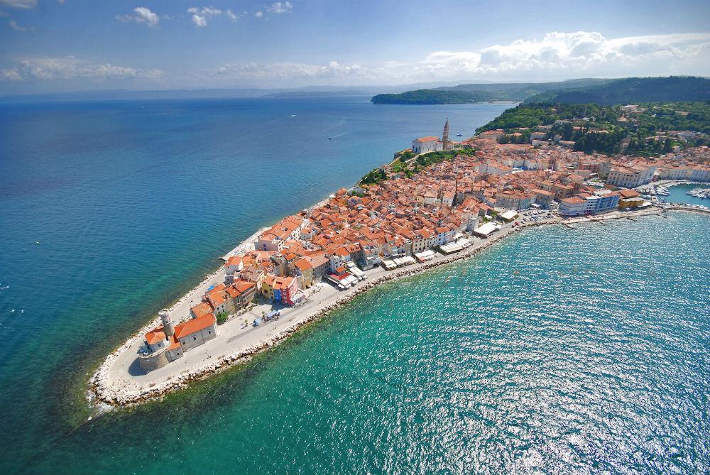 Пиран – старинный портовый город-музей в Словении, где можно позагорать на пляже и окультурить отдых экскурсиями.