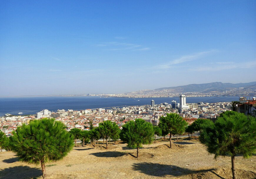 Измир – одно из подходящих направлений для отпуска в Турции в августе.