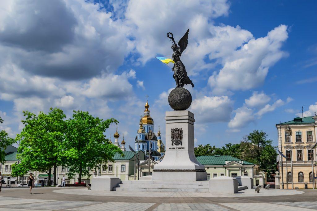 Нежная скульптура, посвященная независимости нашей страны