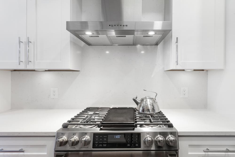 Все виды кухонных вытяжек. Способы монтажа этой бытовой техники