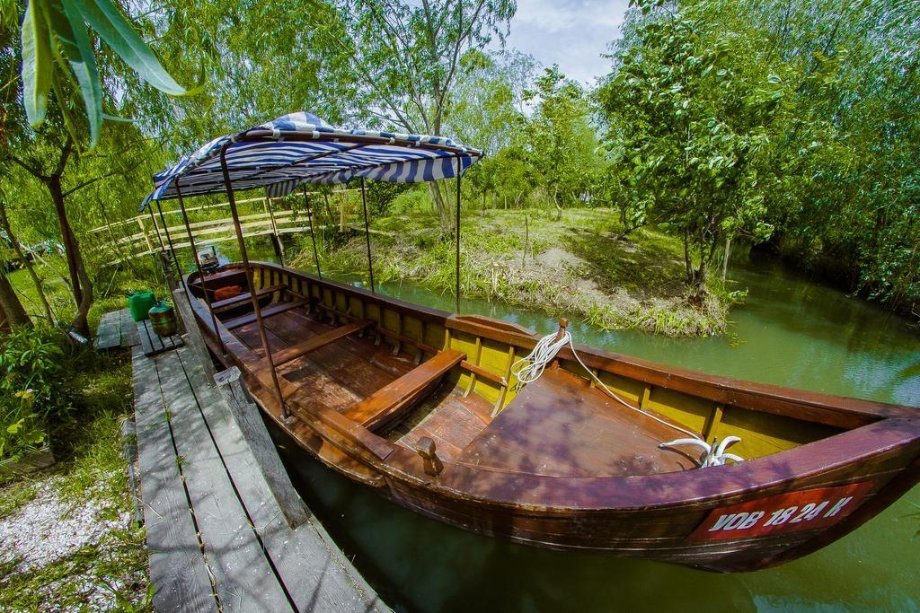 Екскурсія на човні у Вилковому