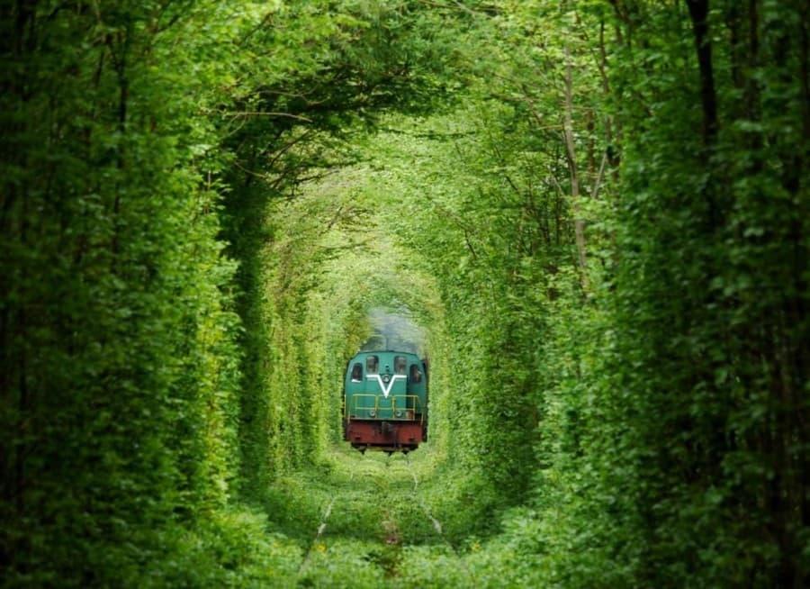 Поезд в туннеле влюбленных