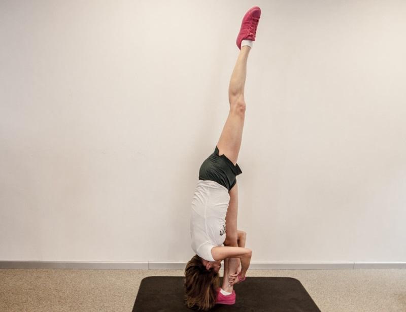 Упражнение на растяжку № 5: вертикальная «складочка»