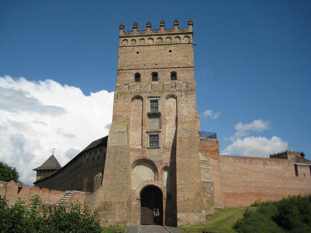 Ворота и башня в замке Любарта