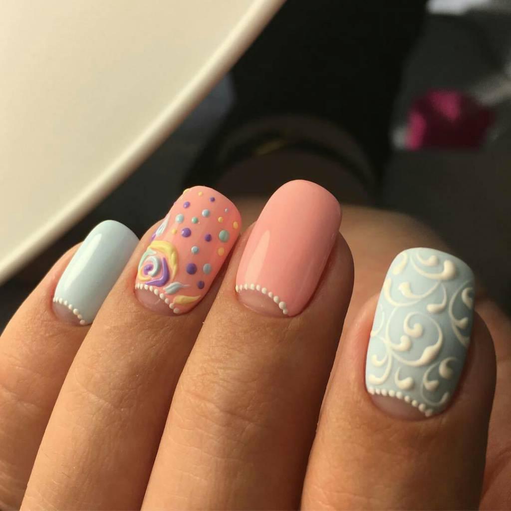 Идея розово-голубого цветного дизайна с прозрачными лунками? объемными вензелями и цветами
