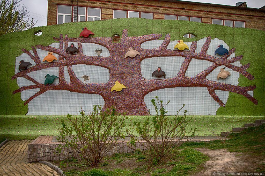 Дерево с птицами, часть Пейзажной аллеи