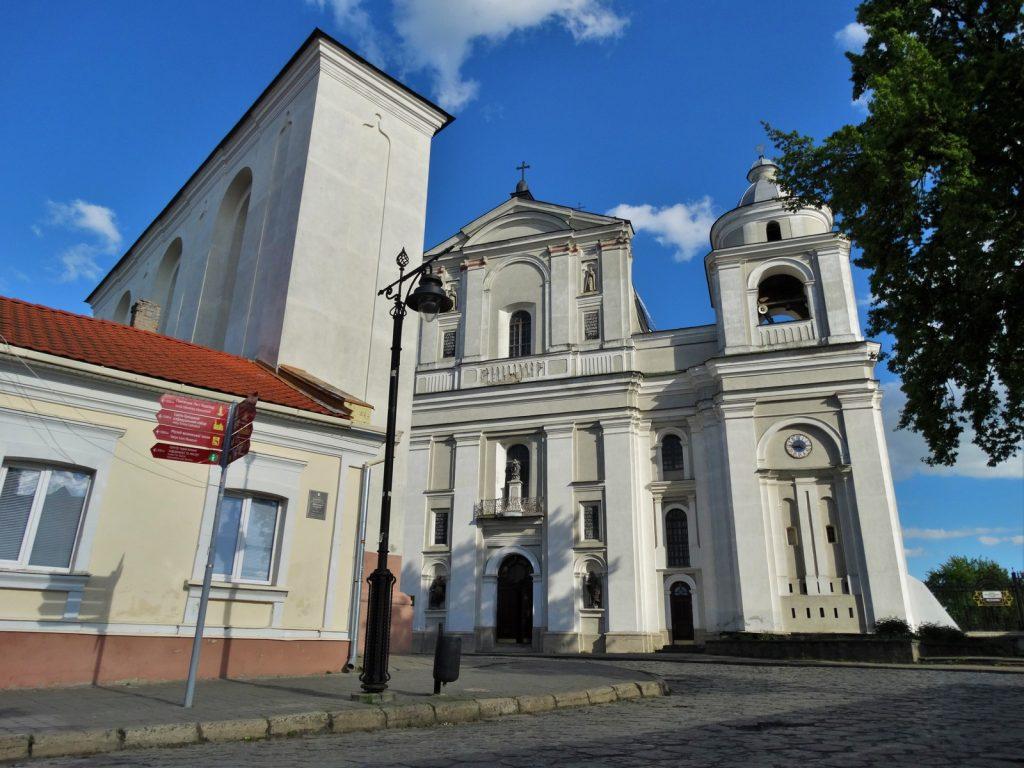 Фасад костела святых Петра и Павла