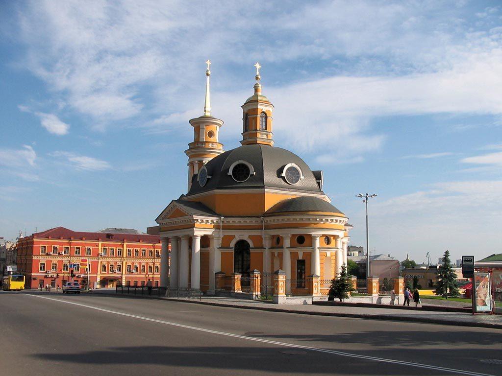 Церковь Рождества Христова, вид с Почтовой площади