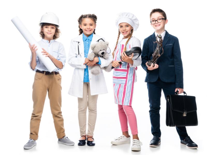 Дети любят примерять на себя разные роли