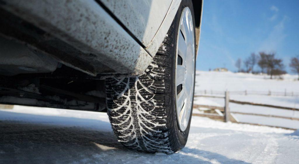 Резина для зимы имеет другой состав, чем резина на лето. Даже при низких минусовых температурах, зимние шины не теряют свои свойства и обеспечивают отличное сцепление с дорогой.