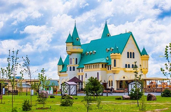 Настоящий сказочный замок под Киевом
