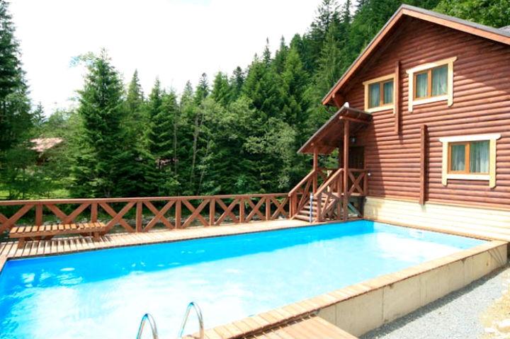 Летний бассейн в мини-отеле «Пацёрка» в Татарове