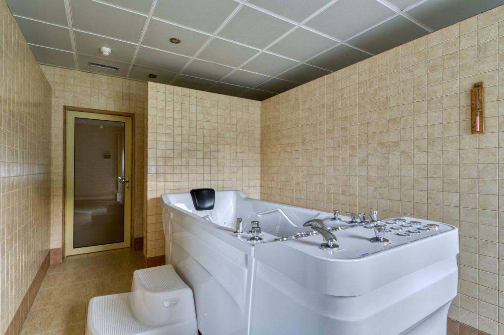 Гидромассажные ванны на отдыхе в отеле «Риксос Прикарпатье»