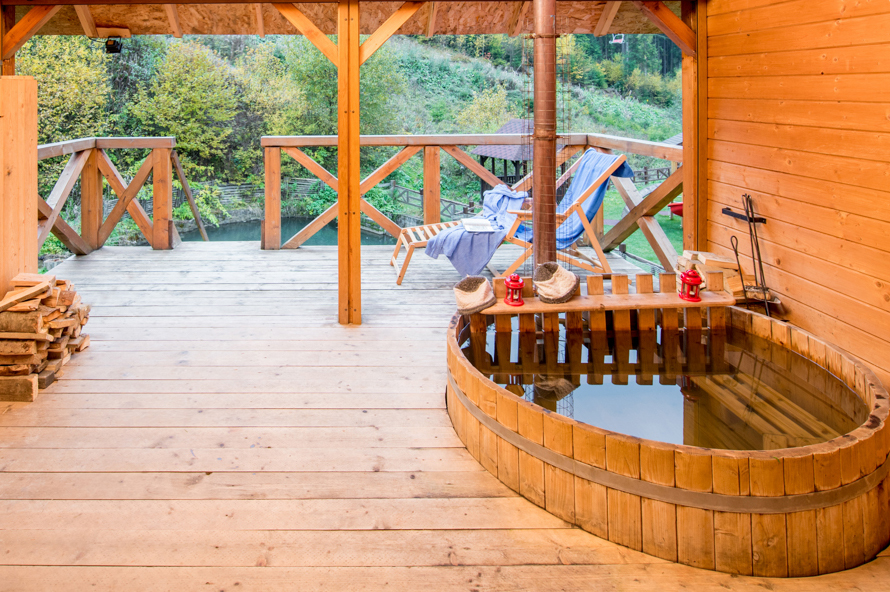 Карпатский чан зимой вместо летнего бассейна