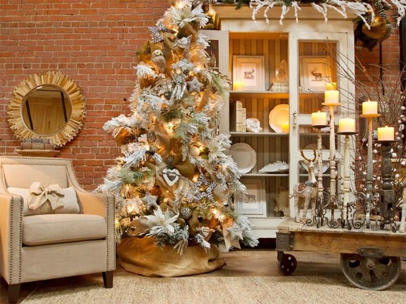 Украшение под новогодней елкой
