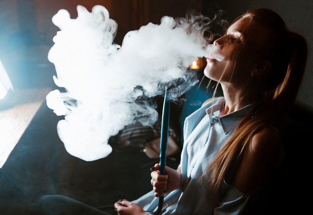 Щільний кальянний дим
