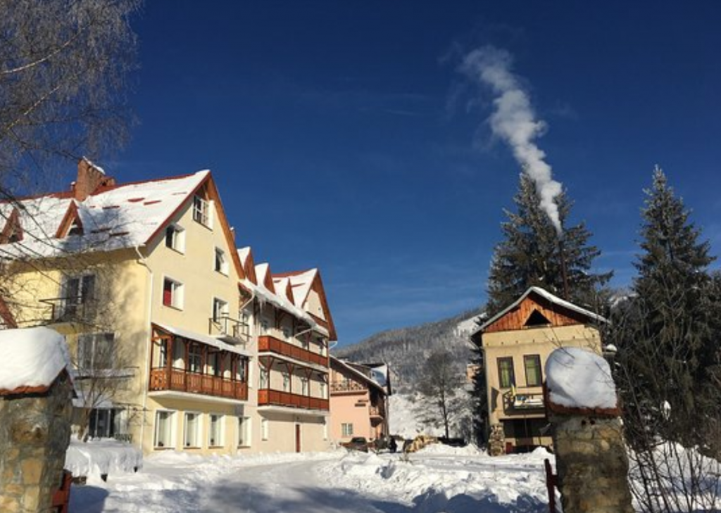 Заснеженный отель «Калина», горнолыжный курорт Славское, Львовская область