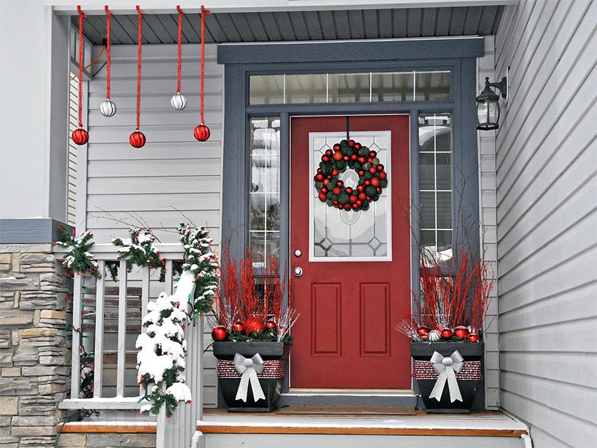 Новогоднее украшение дверей