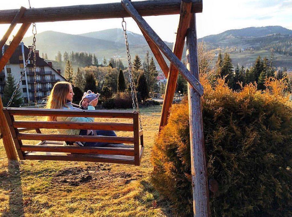 Чистый воздух Карпат для маленького ребенка полезен в любое время года