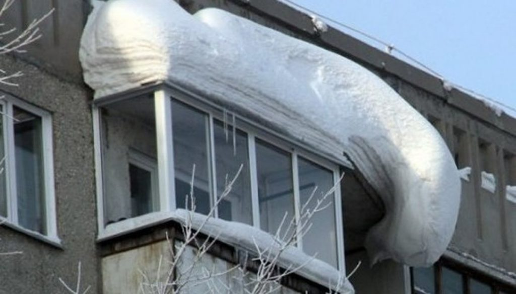 Заснеженный балкон